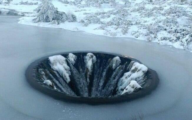 Covão dos Conchos coberto por fina camada de gelo