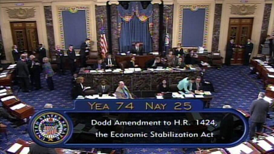 Senado aprovou pacote emergencial que prevê reajuste no auxílio aos norte-americanos
