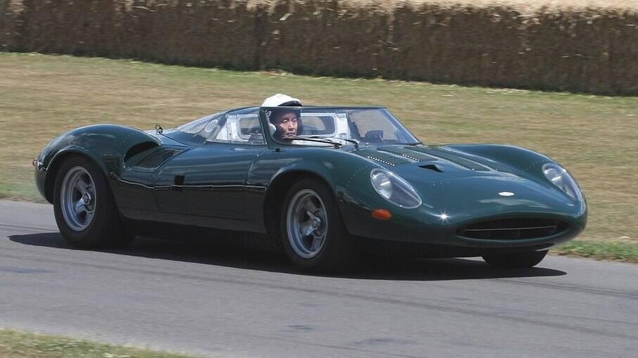 A cor oficial das pistas British Racing Green passou a equipar também carros de rua