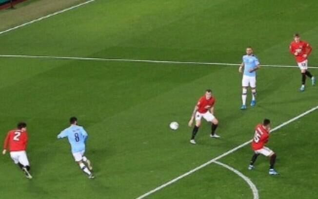 City faz 3 a 1 sobre o United no jogo de ida da semifinal da Copa da Liga Inglesa