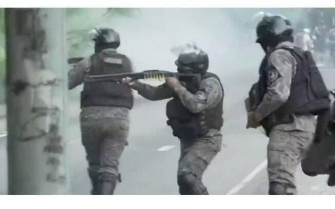 Policiais reprimem manifestação antirracista no RJ