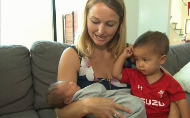 Emma Williams estava a caminho do hospital quando entrou em trabalho de parto e deu à luz no banco de trás do uber