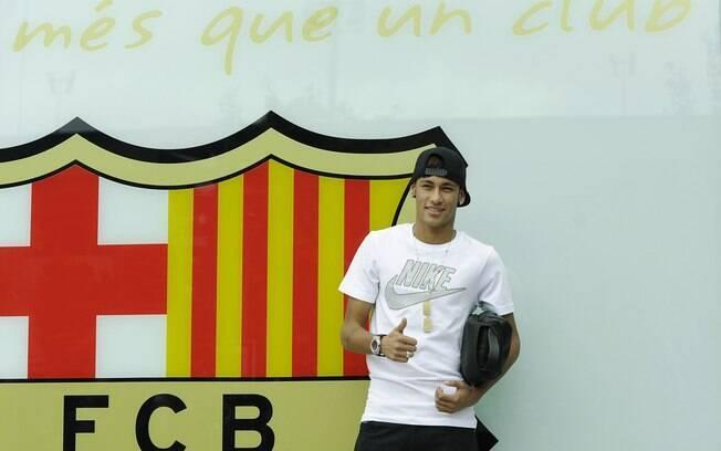 Neymar tira tradicional foto no Barcelona