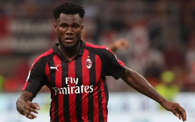 Atacante marfinense Franck Kessié, do Milan, foi alvo de insultos racistas durante partida contra a Inter de Milão