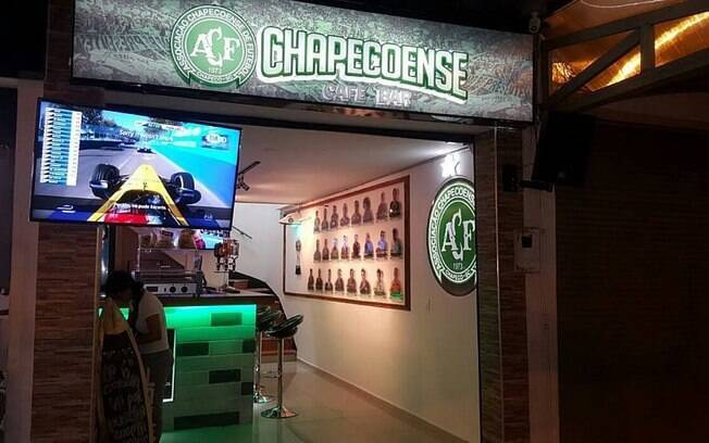 Bar temático da Chapecoense foi aberto por casal de empresários em Medellín