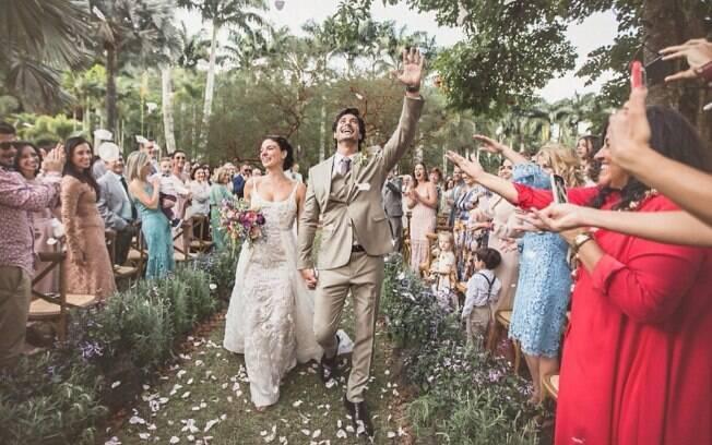 Casamentos dos famosos como o de Isis Valverde e André Resende chamam atenção pela decoração simples e elegante