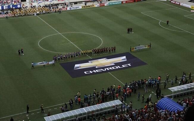 Times de Bahia e Vitória perfilados antes do hino nacional