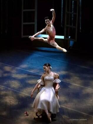 Bailarinho Yoshi Suzuki no palco