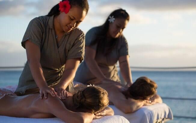 Os viajantes que querem viajar podem aproveitar em spas que grande parte dos hotéis do Tahiti possuem