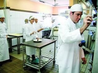 Escola. Regulamentação prevê que cozinheiros terão que ser formados em cursos ou já ter experiência