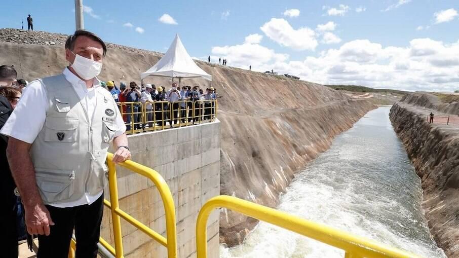 O presidente da República Jair Bolsonaro durante inauguração de um dos canais da transposição do Rio São Francisco
