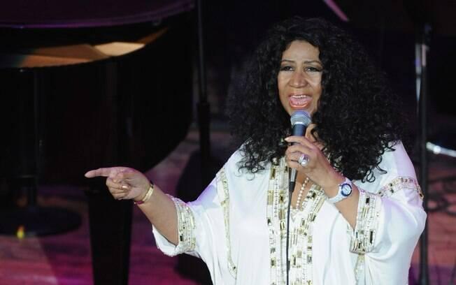 Aretha Franklin está com saúde debilitada e família aguarda pelo pior. Cantora sofre com câncer de pancreas, confira