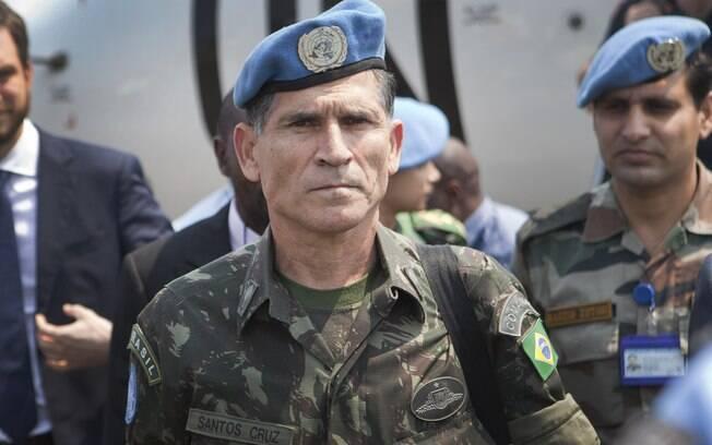 General Carlos Alberto dos Santos Cruz é escolhido para chefiar Secretaria de Governo é poder ser o 13º ministro da equipe de Bolsonaro