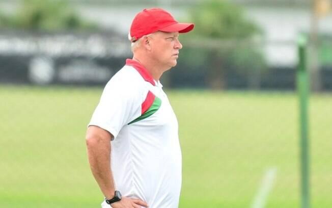 Ex-zagueiro Mauro Ovelha