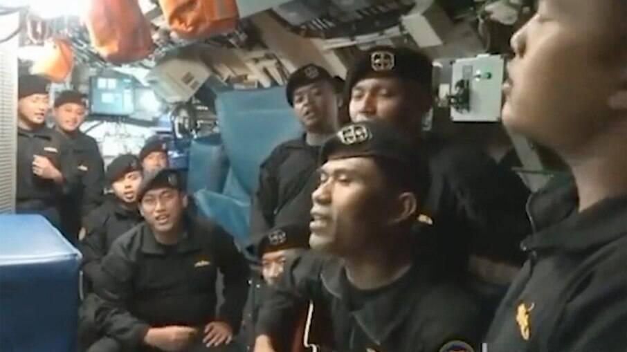 Tripulação de navio Indonésio que naufragou matando todos os tripulantes