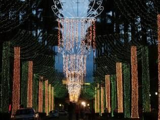 CIDADES : BELO HORIZONTE - MG - PRACA DA LIBERDADE . Teste da iluminacao de natal na , Praca da Liberdade . Foto : Joao Godinho / O Tempo 01.12.2014 TA0101