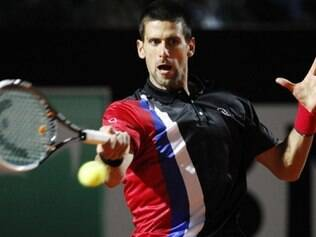 Djokovic teve dificuldades, mas venceu Raonic e avançou à semifinal