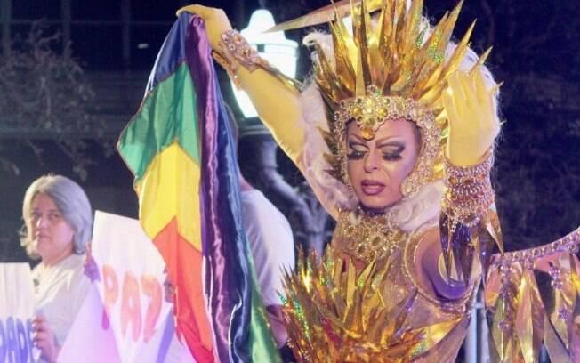 Helloa Meirelles na parada LGBT de Campinas