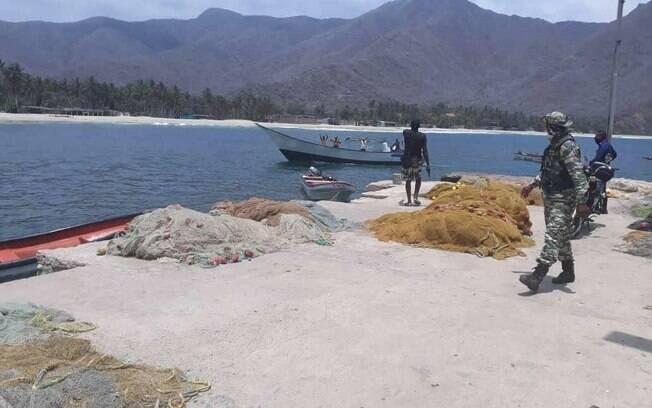 Foto publicado por Maduro mostra grupo sendo detido na costa de Chuao