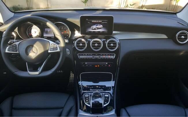 Quem compra um Mercedes-Benz espera uma cabine luxuosa e o GLC Coupé não decepciona, com ótimo acabamento