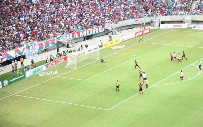 Renato Cajá, de pênalti, marcou o primeiro gol da Arena Fonte Nova