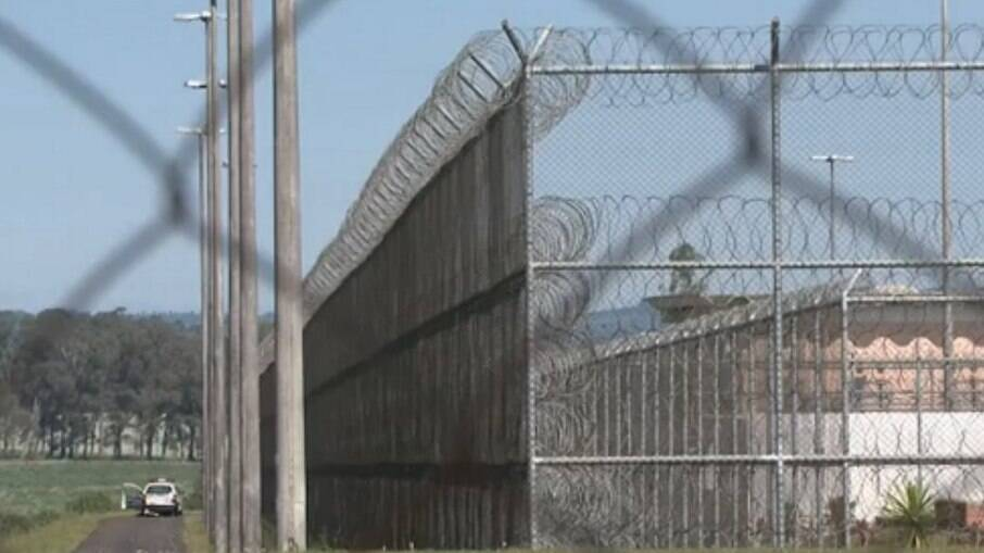 Três presos fizeram reféns funcionários de fábrica de sapatos que funciona dentro de prisão