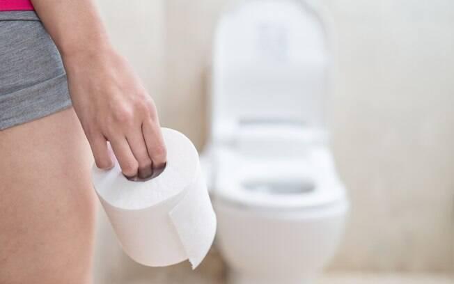 Mudar a alimentação e apostar em massagens e exercícios podem ser formas simples - e naturais - de se livrar da constipação