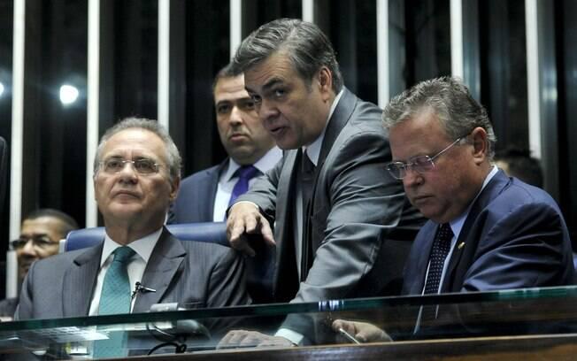 Na bancada, o presidente do Senado Renan Calheiros e os senadores Cassio Cunha Lima (PSDB-PB) e Blairo Maggi (PR-MT). Foto: Geraldo Magela/Agência Senado - 11.05.2016