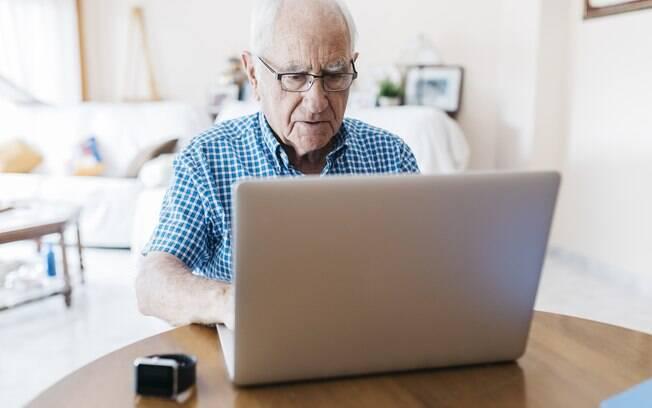 Não só jovens, como também adultos e idosos aderem aos meios digitais para comprar até produtos básicos