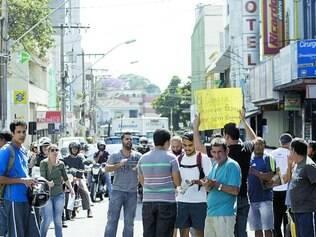 Indignação.  No mês de maio, moradores protestaram contra a constante falta de água no município