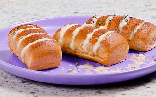 A bisnaguinha pode ser recheada e se transformar em pão de alho