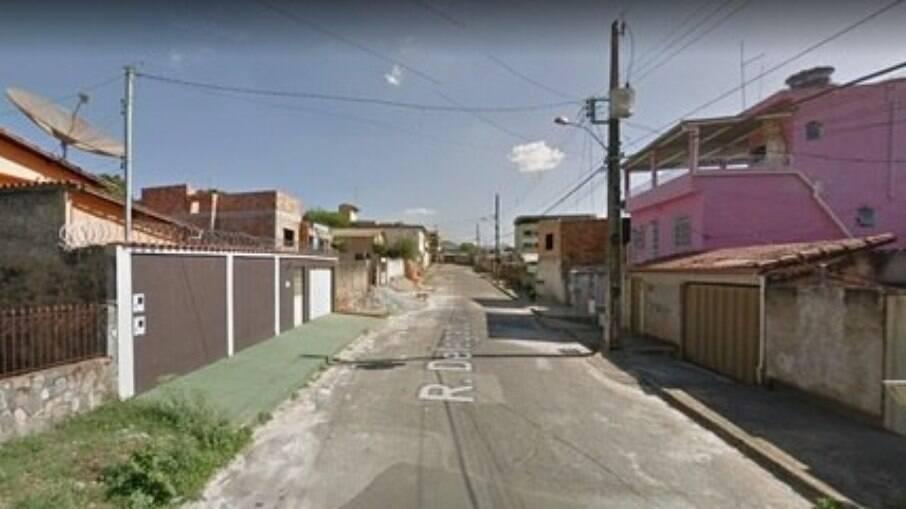 Caso teria acontecido nesta rua em Igarapé (MG)