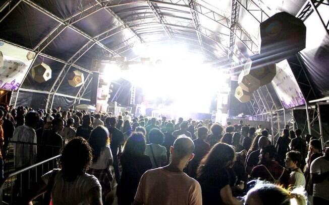 Coluna Bastidores destaca Favela Sounds, festival de curtas, programação da TV e mais