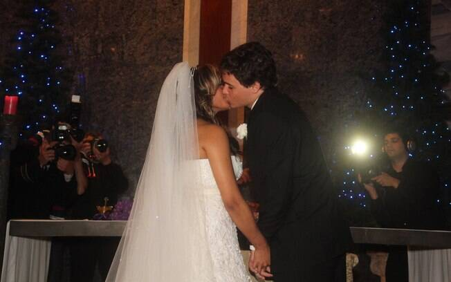 Felipe Dylon e Aparecida Petrowky se casaram em cerimônia repleta de famosos