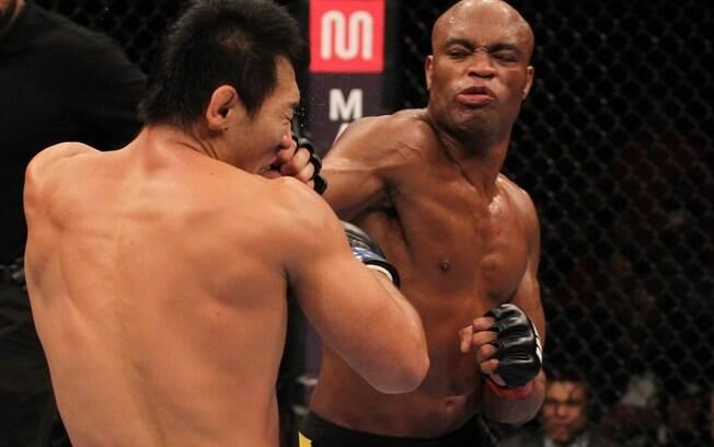 Anderson derrubou Okami com socos na cara