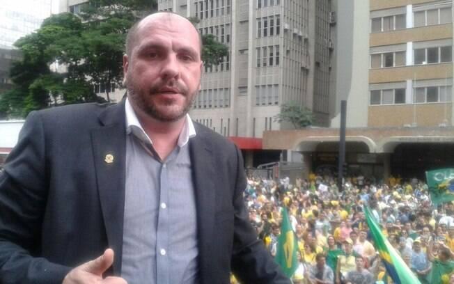 Grupo anti-Dilma só permite cristãos