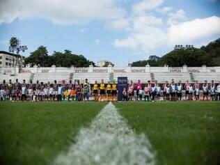 O jogo teve a presença de 150 torcedores ingleses, que vieram ao país para prestigiar a turnê comemorativa pelos cem anos do jogo com o Brasil