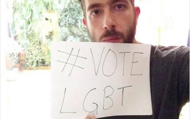 O fotógrafo Gui Mohallem, que faz parte da organização da campanha #voteLGBT, na foto que postou na página do Face