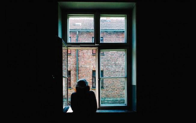 Pessoa em isolamento