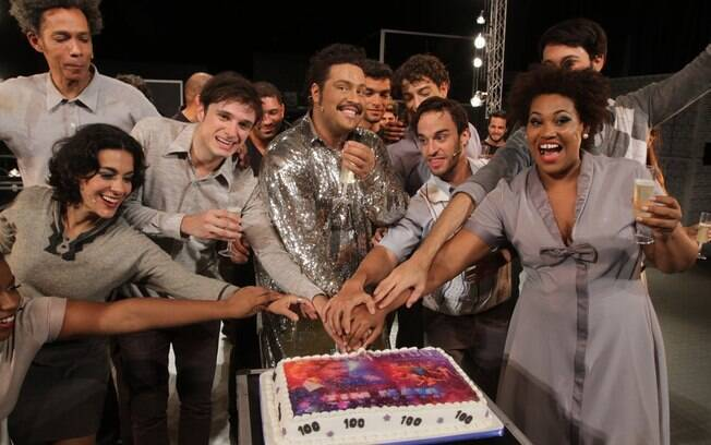 Tiago Abravanel comemora a centésima apresentação do espetáculo