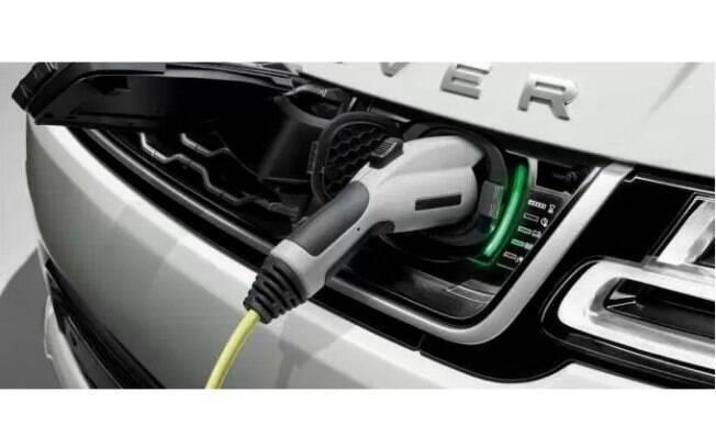 O Range Rover híbrido consegue rodar até 50 km apenas no modo elétrico, com potência de 116 cv