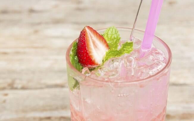 Clique na foto e aprenda a fazer pink lemonade