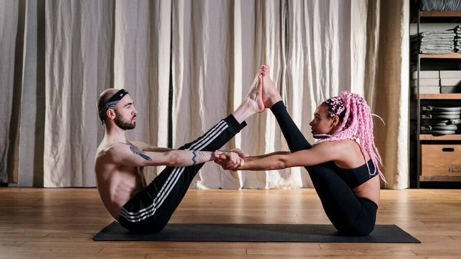 Veja de que forma a Yoga pode tornar sua hora H muito mais prazerosa