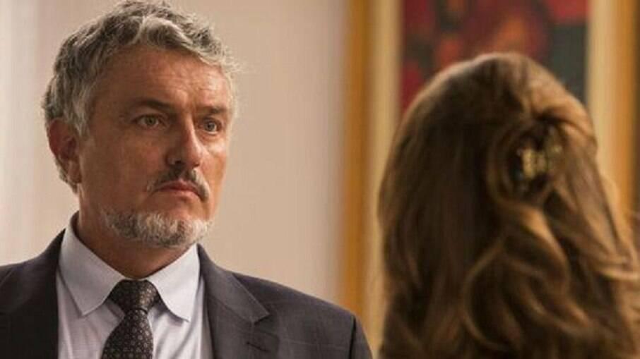 Guido tenta se explicar para Tancinha, mas ela não acredita no que ele diz