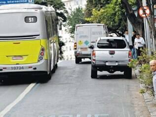 Infração. Para especialistas, motoristas ainda não se acostumaram com o aumento das faixas exclusivas para ônibus na capital