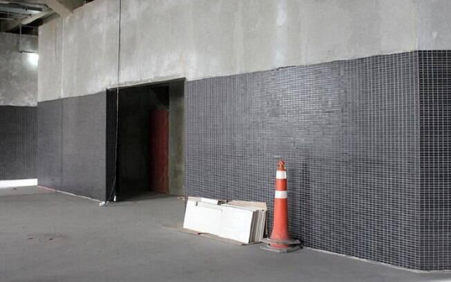 Obras internas do estádio. Na foto, entrada  de um dos banheiros