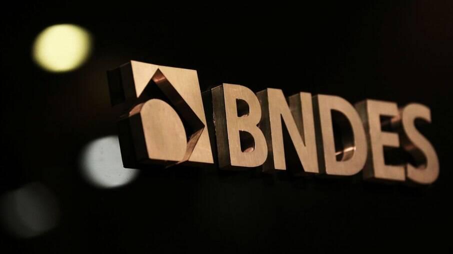 BNDES é  Banco Nacional de Desenvolvimento Econômico e Social
