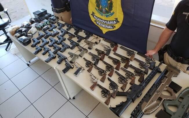 Armas apreendidas pela PRF a caminho de São Paulo