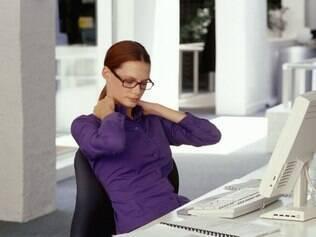 Rotina saudável no escritório diminui riscos de lesões na coluna