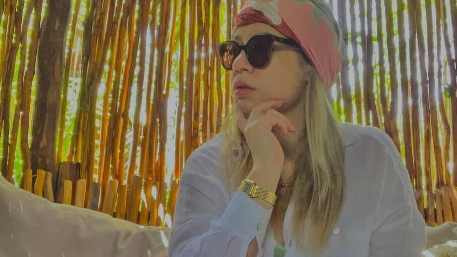 Marília Mendonça posa cheia de estilo e arranca suspiros dos fãs
